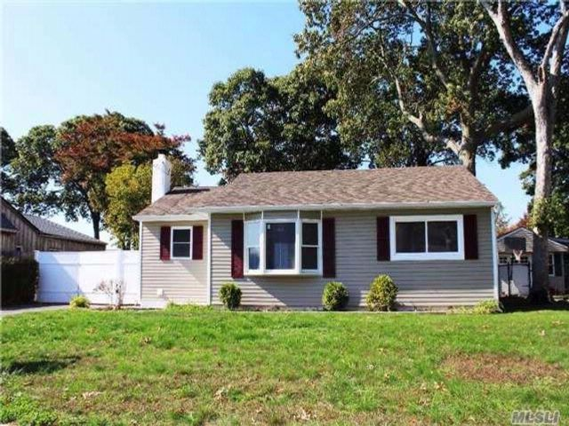 3 BR,  1.00 BTH  Ranch style home in West Sayville